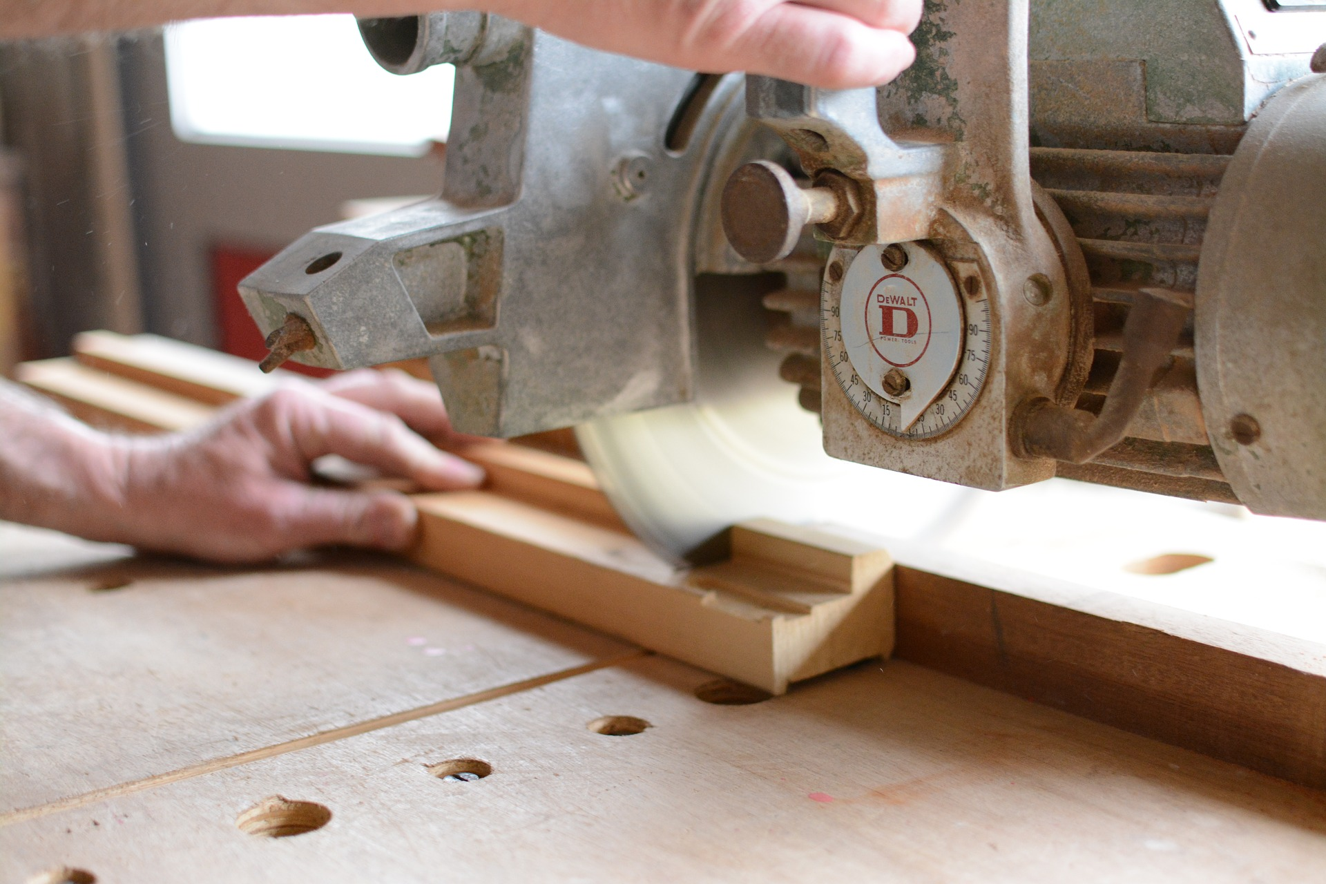 How-to-make-money-building and-selling furniture